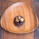 チョコレ―パンのステージにドライフルーツとナッツを盛り付けたデザートをどうぞ!