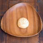 ふわふわの生地にナチュラルチーズとカマンベールチーズがとろーりとろけてます。