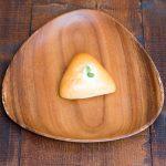 季節の野菜とおしんこ入り塩味の利いた珍しいパン。