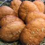 アフリカで食べられている伝統的なおやつです。ほんのり甘いココナッツミルクとカルダモンが入った揚げぱんです!